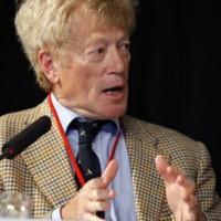 Roger Scruton, filósofo inglés sin tapujos: «¿La ley sobre la homofobia? Como los procesos de Mao», by Giulio Meotti